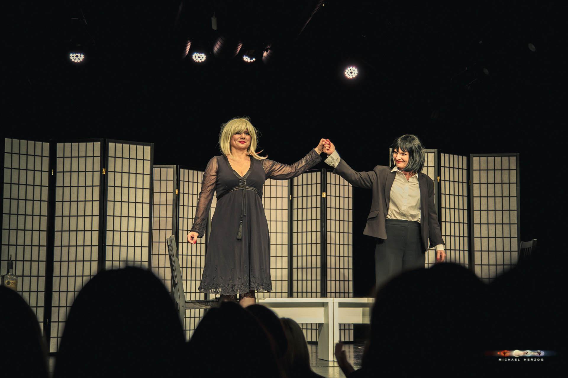 KleinesTheater_2Frauen1Leiche_April2018_MichaelHerzog-3870.jpg
