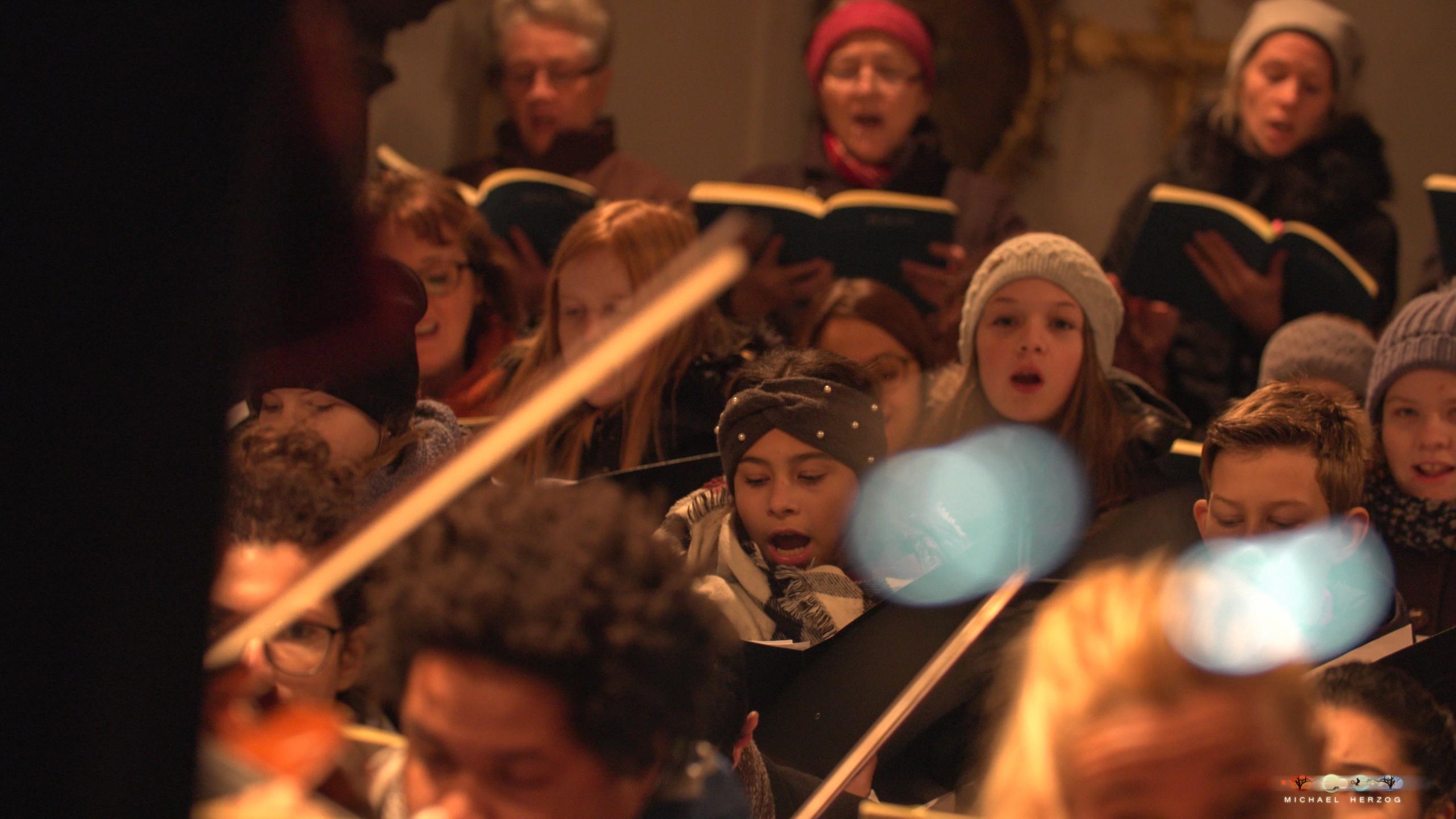 ArnsdorferSternstunden_Chorprobe-mit-PhilharmonieSalzburg_Screenshot_MichaelHerzog-07.jpg