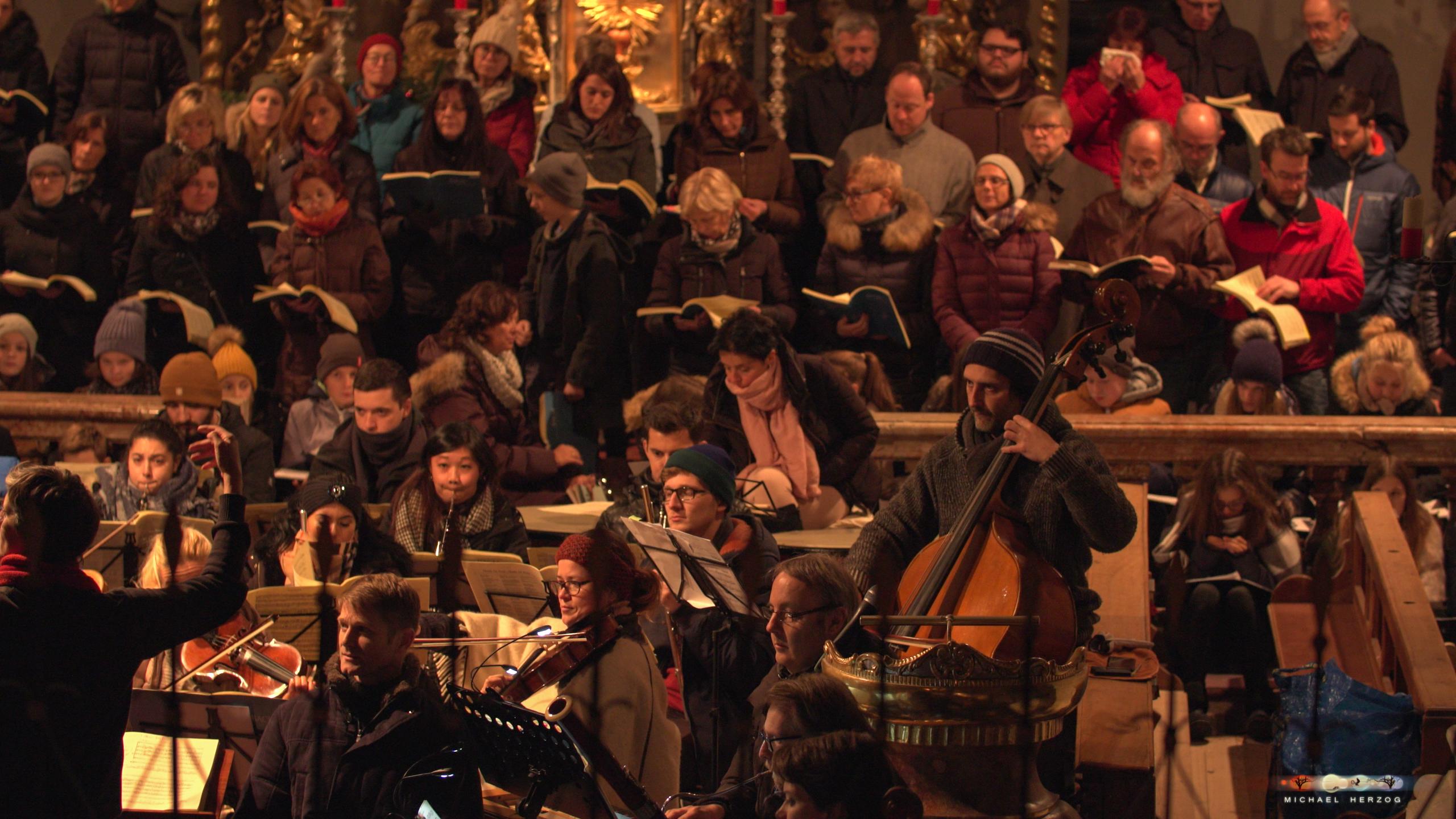 ArnsdorferSternstunden_Chorprobe-mit-PhilharmonieSalzburg_Screenshot_MichaelHerzog-10-2.jpg