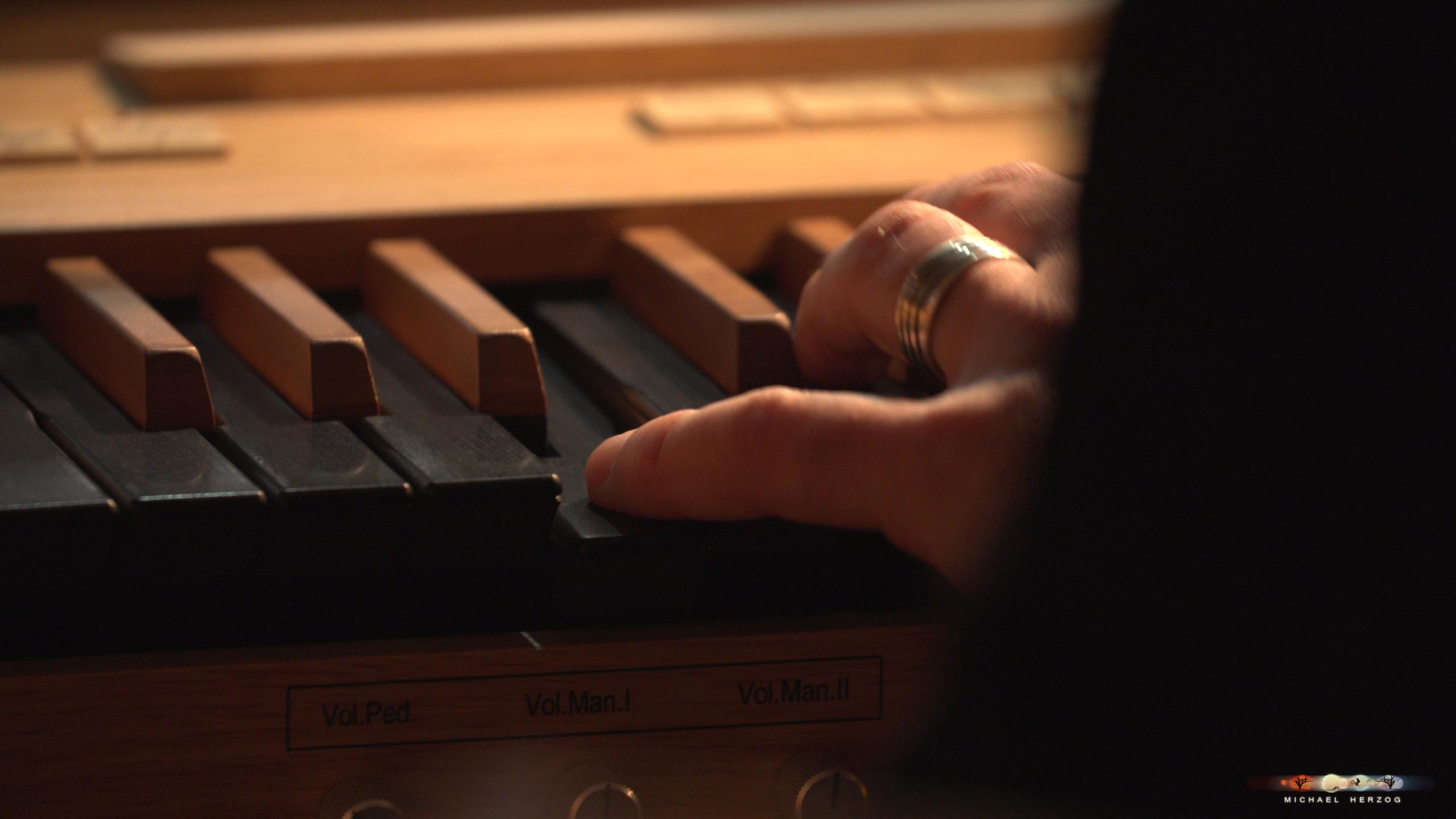 ArnsdorferSternstunden_Konzertabend1-mit-PhilharmonieSalzburg_Screenshot_MichaelHerzog-04.jpg