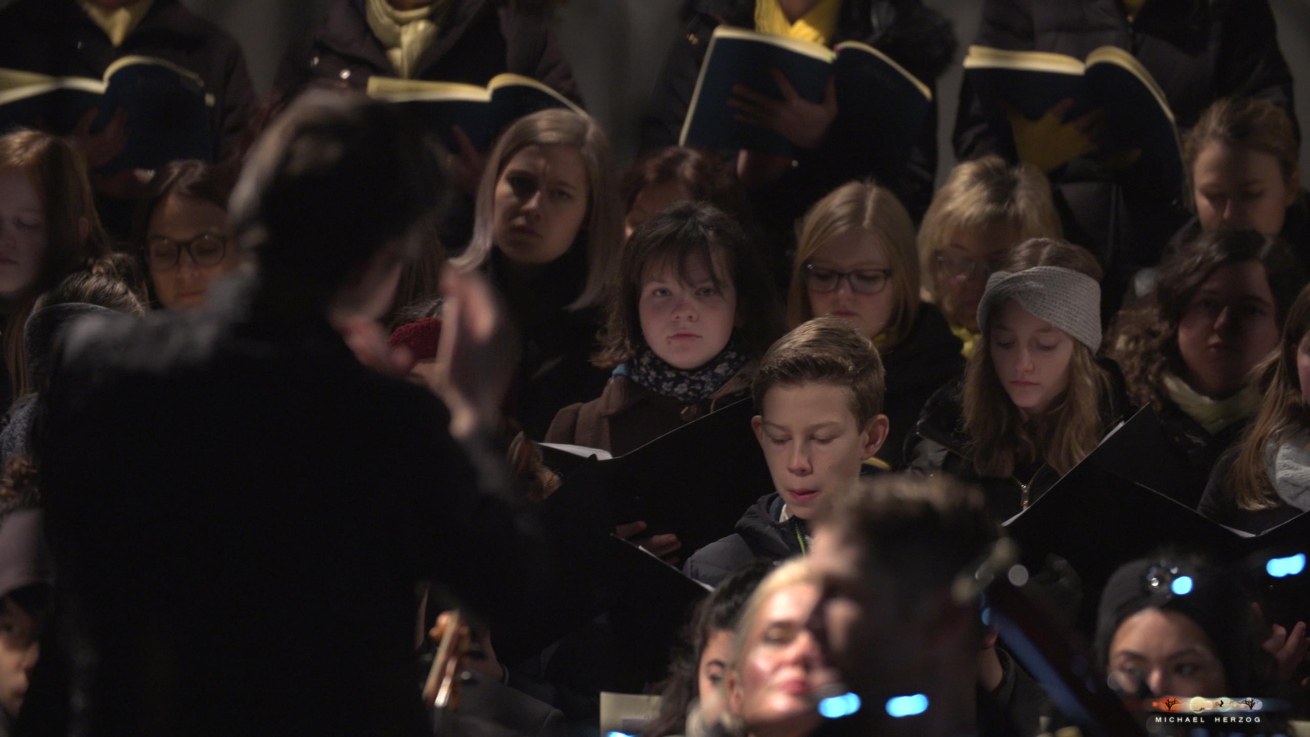 ArnsdorferSternstunden_Konzertabend1-mit-PhilharmonieSalzburg_Screenshot_MichaelHerzog-06.jpg