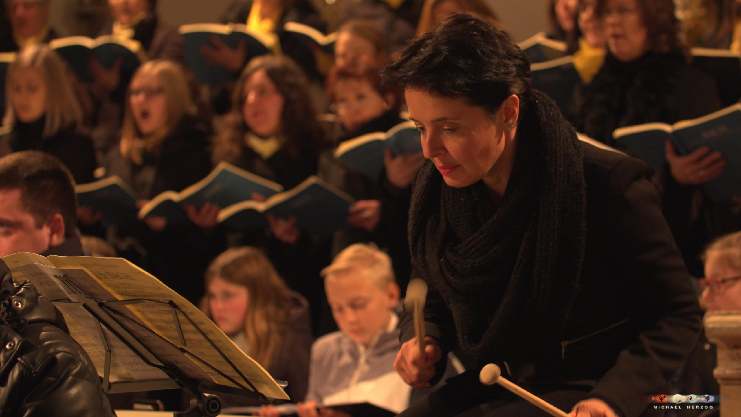 ArnsdorferSternstunden_Konzertabend1-mit-PhilharmonieSalzburg_Screenshot_MichaelHerzog-08.jpg