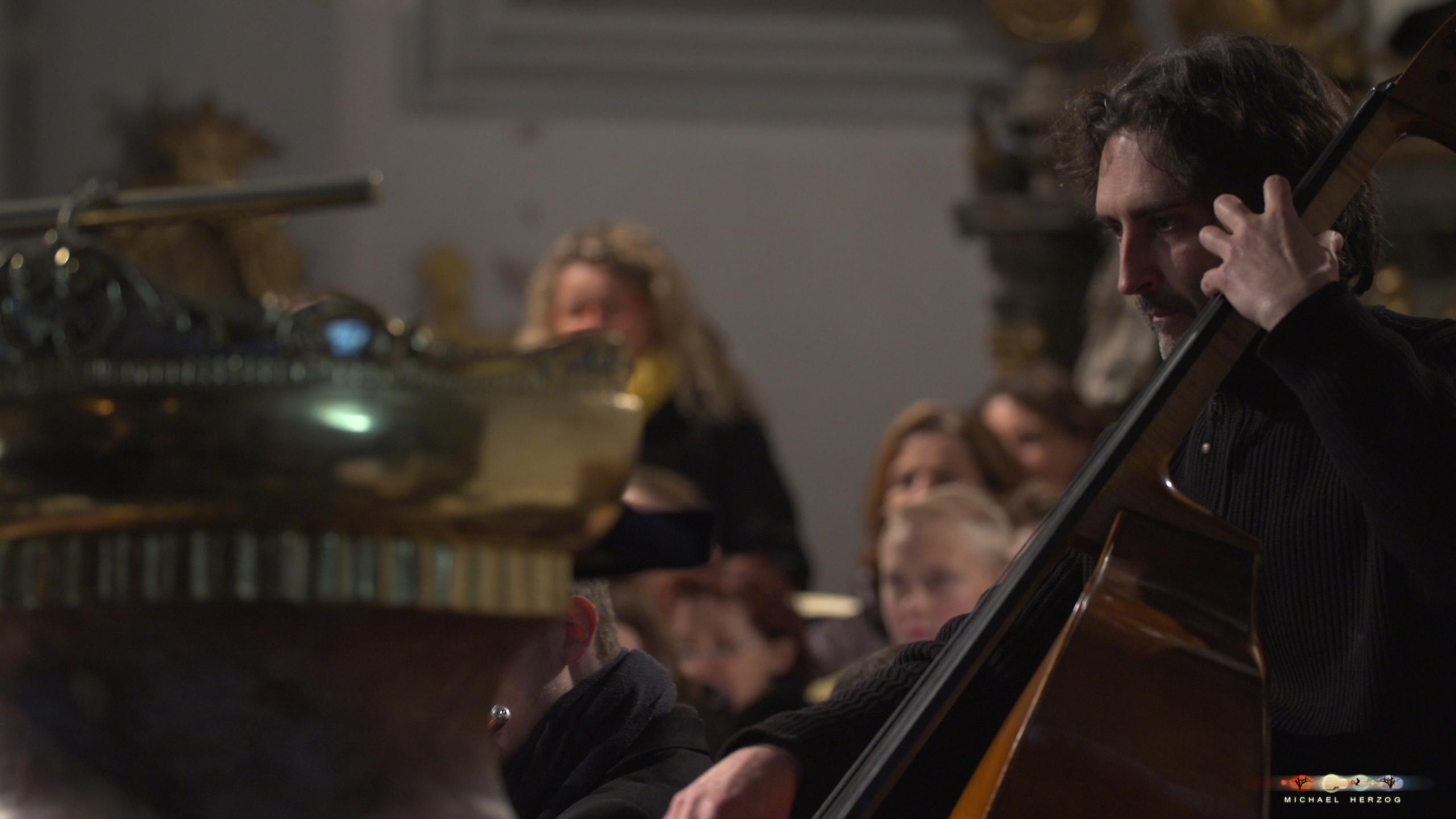 ArnsdorferSternstunden_Konzertabend1-mit-PhilharmonieSalzburg_Screenshot_MichaelHerzog-16.jpg