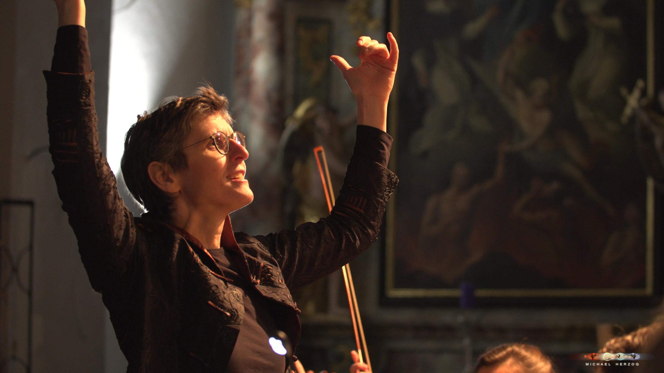 ArnsdorferSternstunden_Konzertabend1-mit-PhilharmonieSalzburg_Screenshot_MichaelHerzog-19-2.jpg