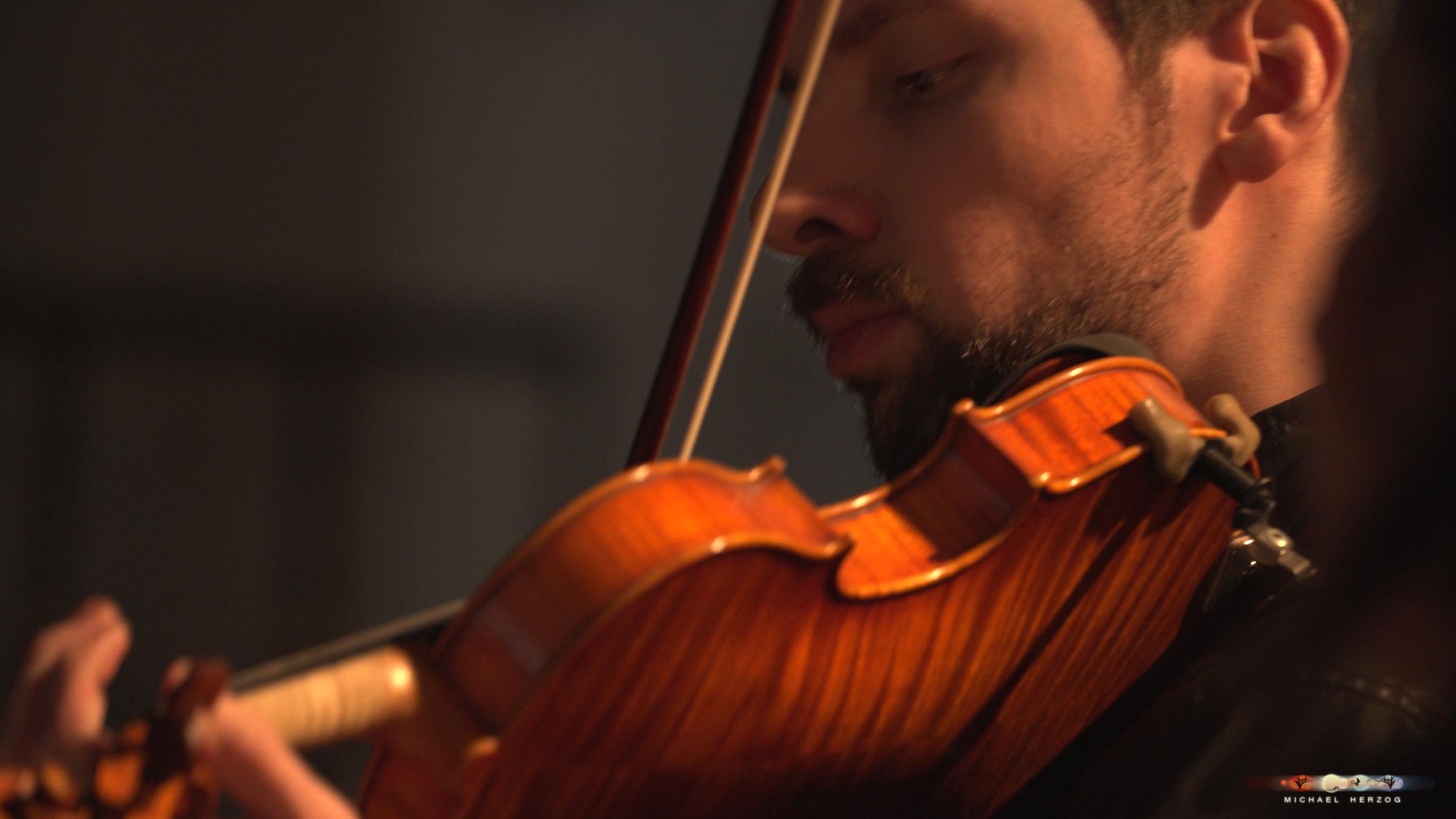 ArnsdorferSternstunden_Konzertabend1-mit-PhilharmonieSalzburg_Screenshot_MichaelHerzog-24.jpg